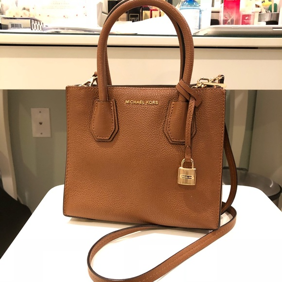 27d17355e842 Michael Kors Mercer Leather Crossbody. M_5aa715619a945507b09d1bb8